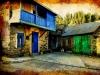 Casa de piedra y color